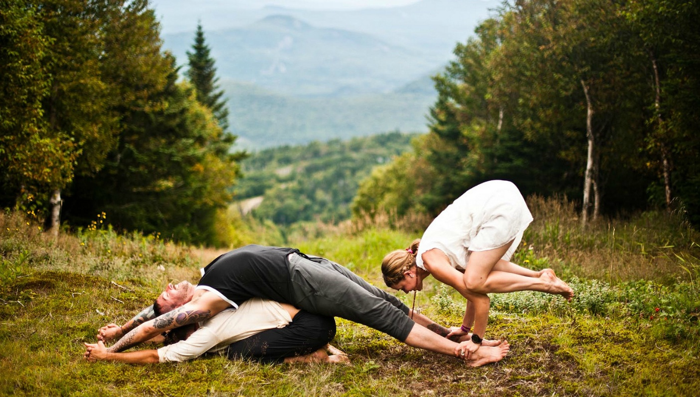 The Healing Touch of… Acro Yoga?
